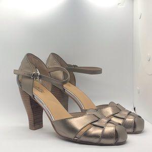 Wooden stacked heel